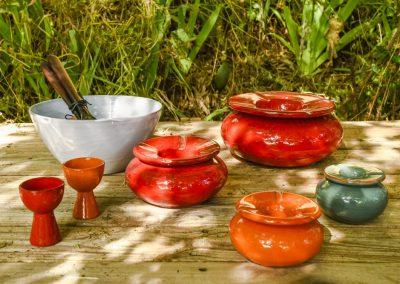 Saladier, coquetier et cendriers en faience